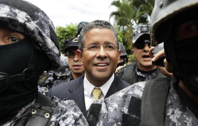 Francisco Flores tras dictarse su arresto domiciliario