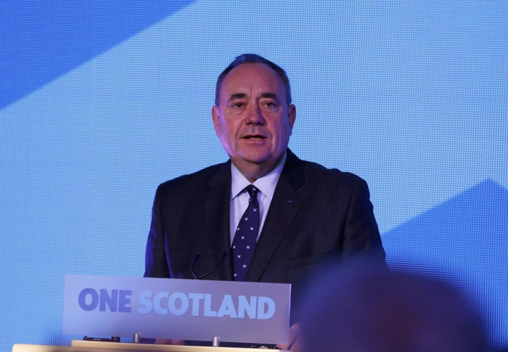 Alex Salmond comparece tras conocerse los resultados en Edimburgo.