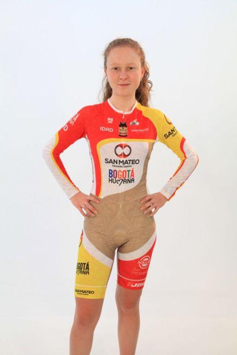 La campeona que diseñó el maillot del escándalo  2f003cfaa8798