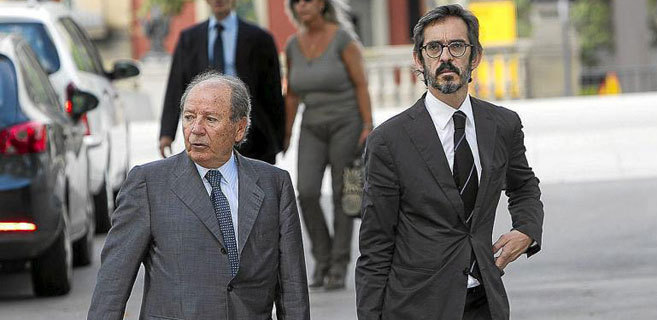 Cristóbal Martell, a la derecha, junto a José Luis Núñez, uno de...