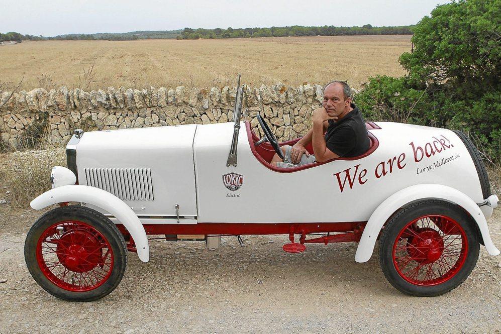 Charly Bosch al volante del Loryc original de los años 20 restaurado...