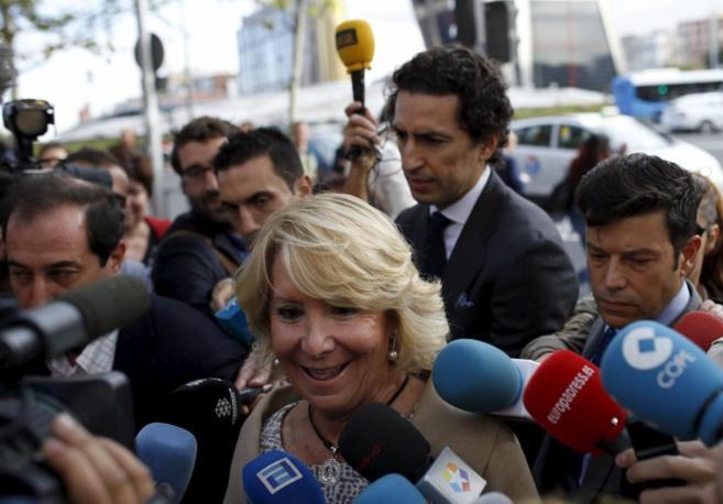 Esperanza Aguirre en su llegada a los Juzgados.