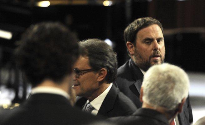 El presidente de la Generalitat, Artur Mas, acompañado de todos los...