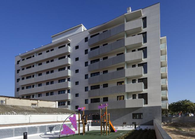 Imagen de la fachada del edificio residencial galardonado con la...