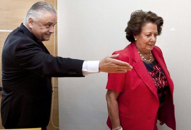 El ex presidente de Feria Valencia y la alcaldesa,en una reunión...
