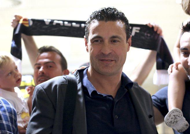 Amadeo Salvo, a su regreso a Valencia tras uno de sus viajes a...