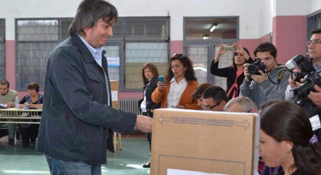 Máximo Kirchner votando en las elecciones de 2013.