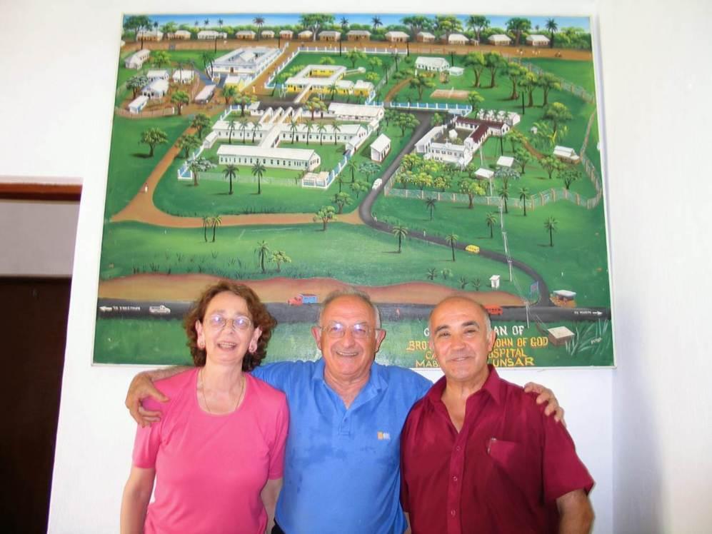 El hermano Manuel (primero por la derecha), de 70 años y con tres...