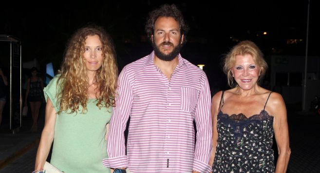 De izquierda a derecha: Blanca Cuesta, Borja Thyssen y Carmen Cervera.