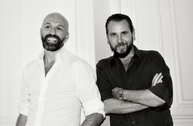 Los diseñadores Alvarno, el francés Arnaud Maillard (i) y el...