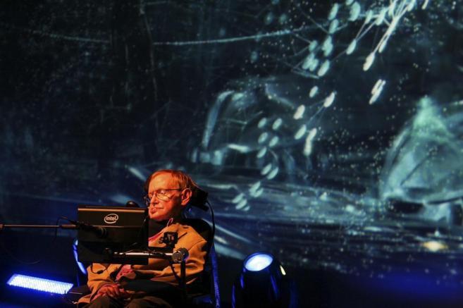 El físico teórico Stephen Hawking durante su conferencia en el...