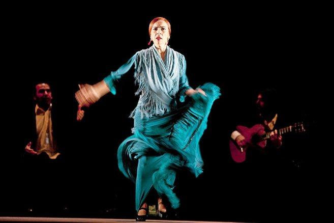 La bailaora Isabel Bayón, en plena actuación.