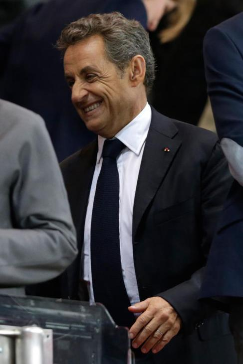 El ex presidente Nicolas Sarkozy, sonriente durante un partido de...