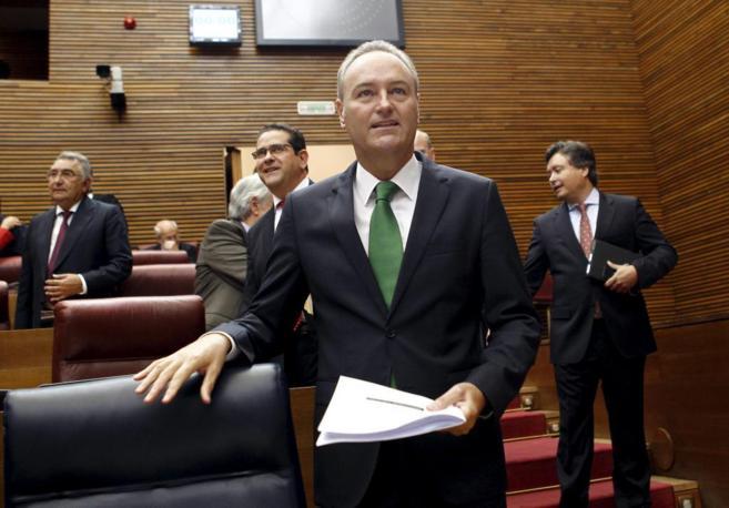 Alberto Fabra, en su escaño de las Cortes Valencianas.