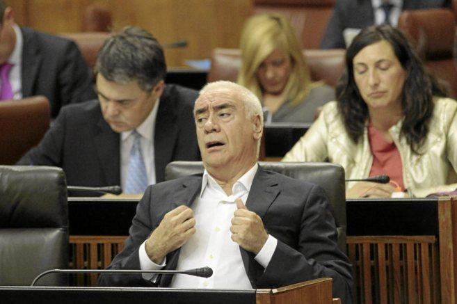 El consejero de Educación, Luciano Alonso, durante el debate...