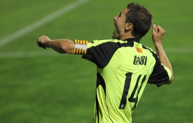 Gabi, capitán del Zaragoza y bigoleador ese día, celebra uno de sus...