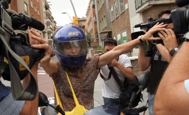 Mireia Pujol, a la llegada a casa de sus padres en Barcelona.