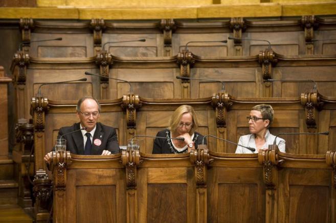 Los socialistas Gabriel Colomé, Assumpta Escarp y Carmen Andrés, en...