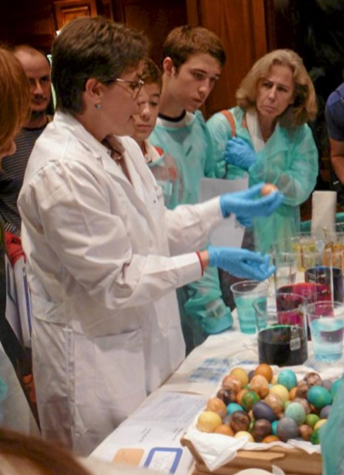 El público participa en experimentos durante la Noche de los...