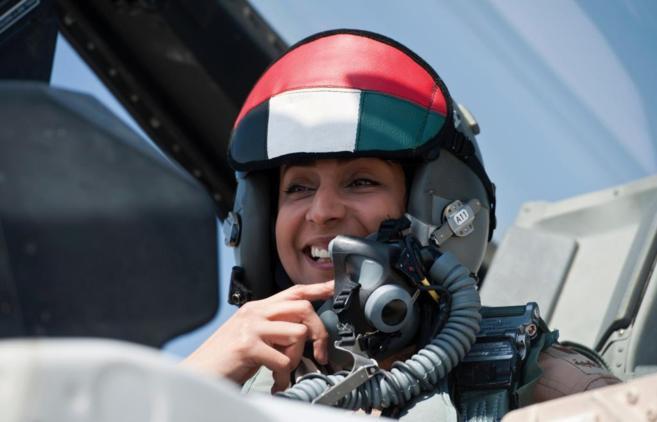 Mariam Al Mansuri, piloto de Emiratos Árabes Unidos.
