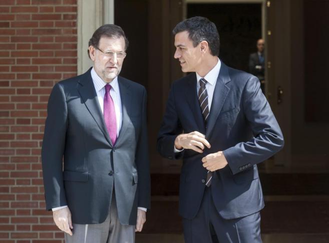 Primera reunión de Pedro Sánchez y Mariano Rajoy en el Palacio de la...