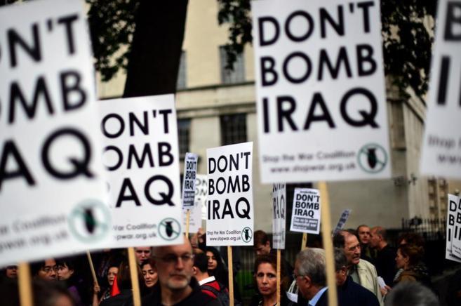 Protestas ante la posible intervención de Reino Unido en los...