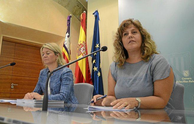 Núria Riera (izquierda) con Joana María Camps (derecha) en una rueda...