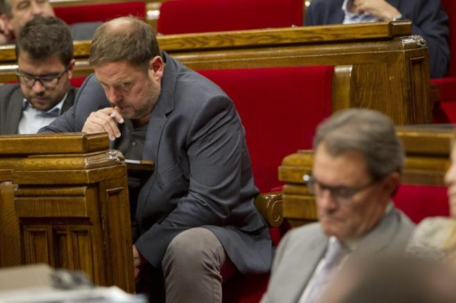 Oriol Junqueras con Artur Mas en un pleno del Parlament.