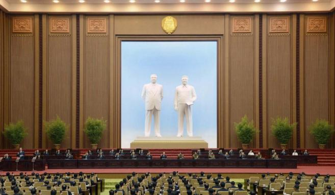Reunión extraordinaria del Parlamento norcoreano en Pyongyang.