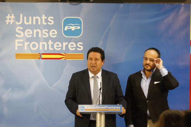 El presidente del PP de Castellón, Javier Moliner, y su homólogo en...