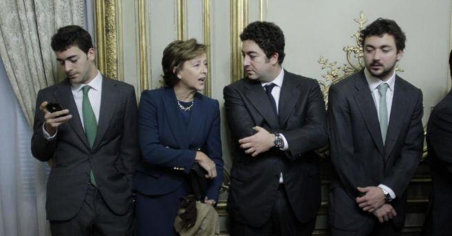 Mar Utrera con sus hijos Ignacio, Alberto y Rodrigo, en la toma de...