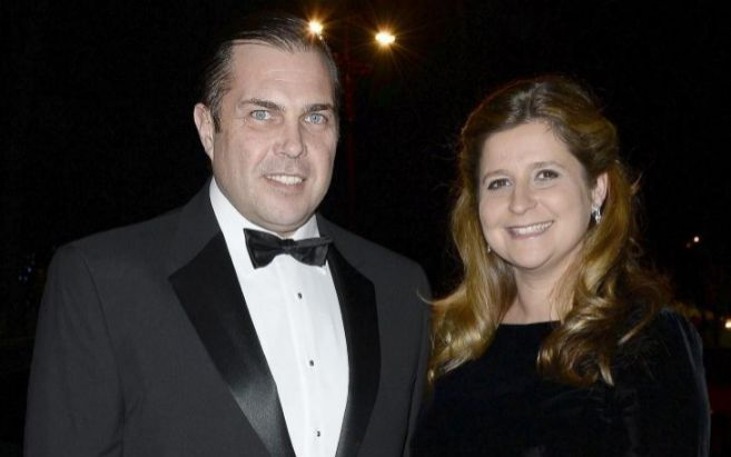 Carlos Felipe de Orleans, junto a su mujer, en una imagen reciente.