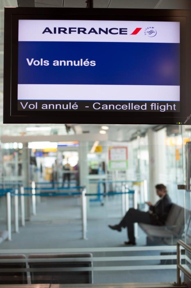 El aeropuerto de Marsella, al sur de Francia, muestra en sus pantallas...