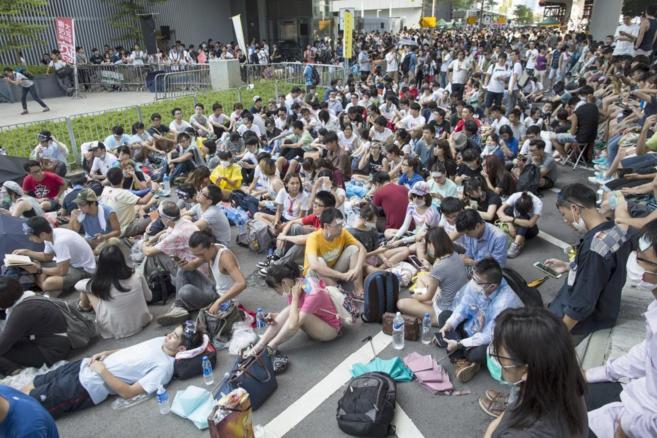 Estudiantes hongkoneses, concentrados en la Plaza Cívica este...