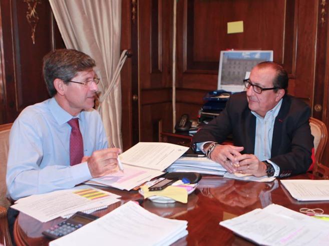 El alcalde de Castellón, Alfonso Bataller, y el concejal de Hacienda,...