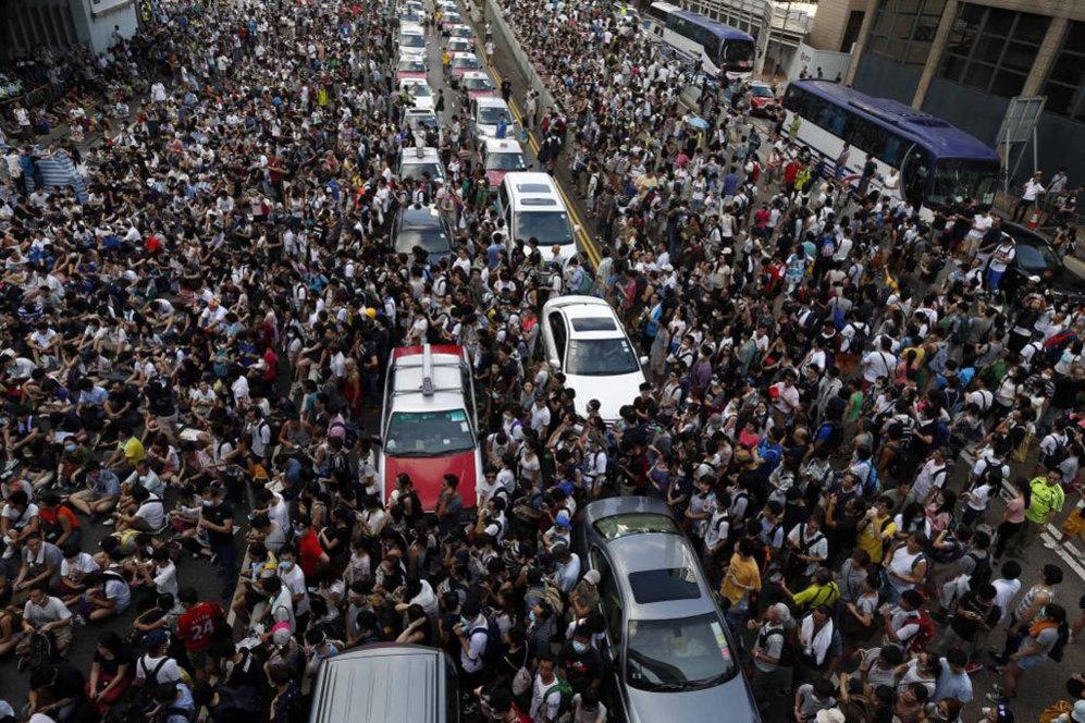 La multitudinaria manifestación en el centro de Hong Kong sucede a...