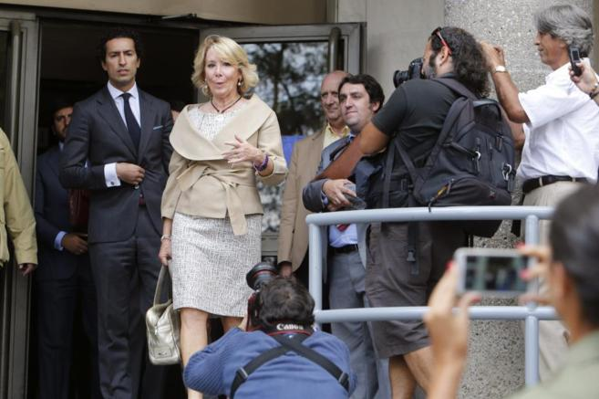 Esperanza Aguirre a su salida de los Juzgados tras declarar el 22 de...