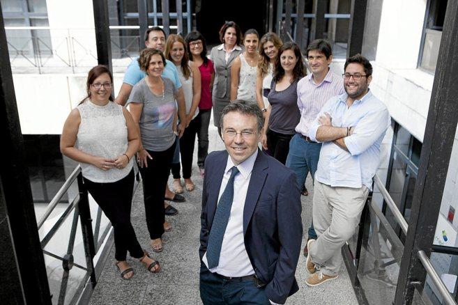 Ángel Cebolla y el resto del equipo humano de Biomedal.