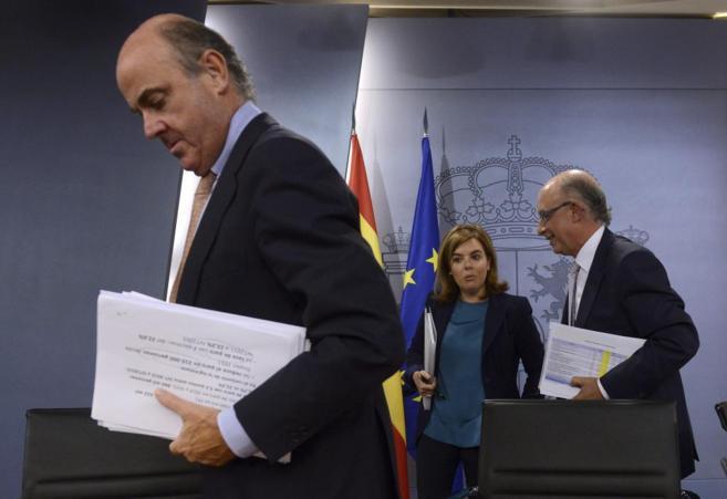 Luis de Guindos con Soraya Sáenz de Santamaría y Cristobal Montoro...