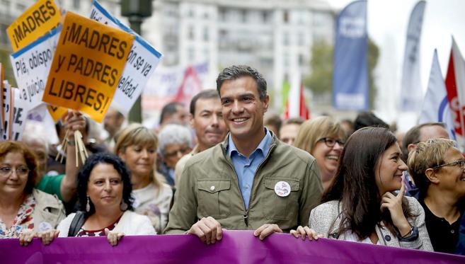 Sánchez, en la manifestación que celebró ayer en Madrid la retirada...