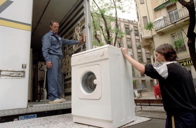 Imagen de una carga de electrodomésticos en un camión de mudanzas.