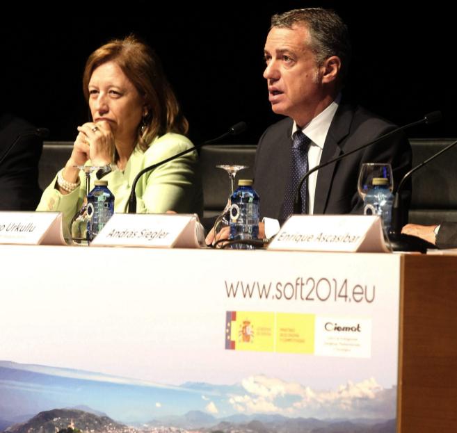 Urkullu junto a la secretaria general de Ciencia, María Luisa...