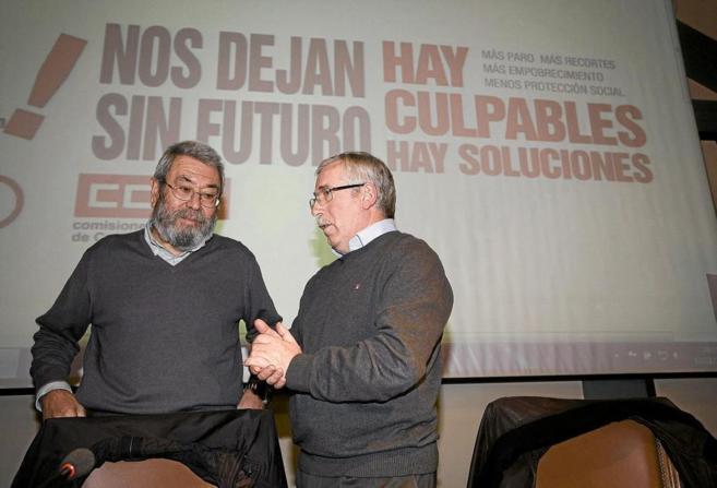 Los secretarios generales de UGT y CCOO, Cándido Méndez e Ignacio...