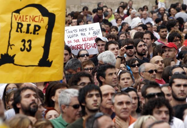 Concentración de Escola Valenciana contra el plan plurilingüe de la...