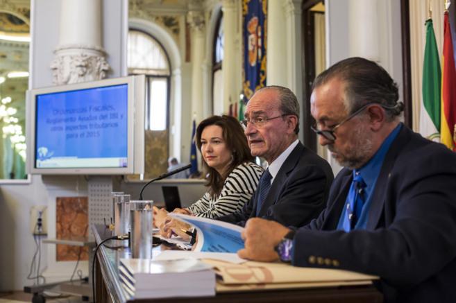 El alcalde durante el anuncio de las medidas económicas en el...