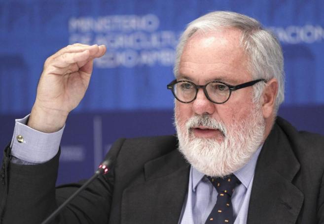 Miguel Arias Cañete, en una rueda de prensa de la UE en Luxemburgo.