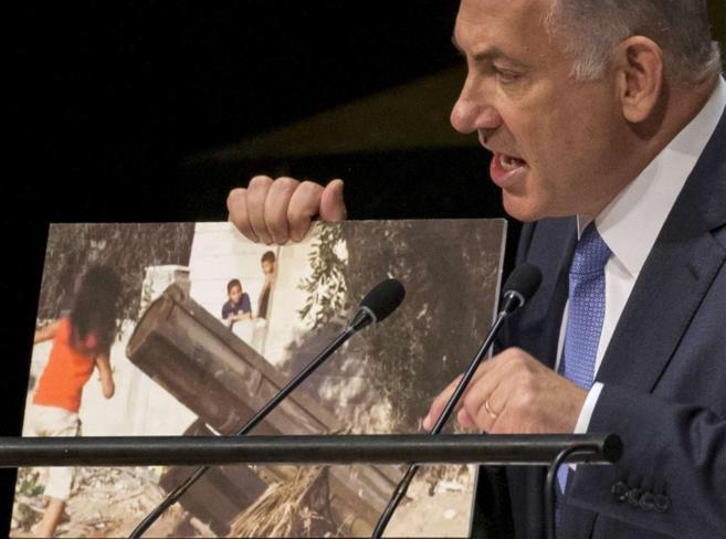 Netanyahu mostró una fotografía en la que se ve a unos niños...