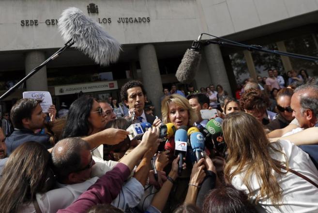 Esperanza Aguirre a la salida de los Juzgados.