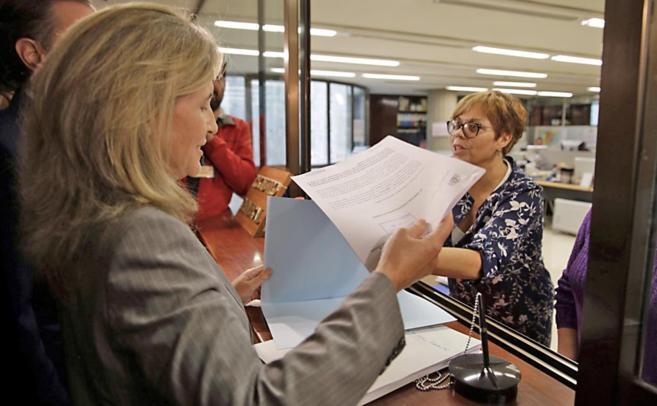 La abogada general del Estado, Marta Silva, presentando las...