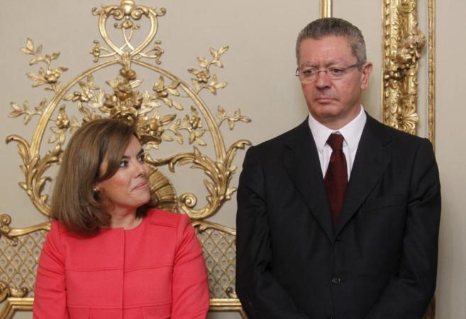 Alberto Ruiz-Gallardón, con la vicepresidenta del Gobierno el día de...